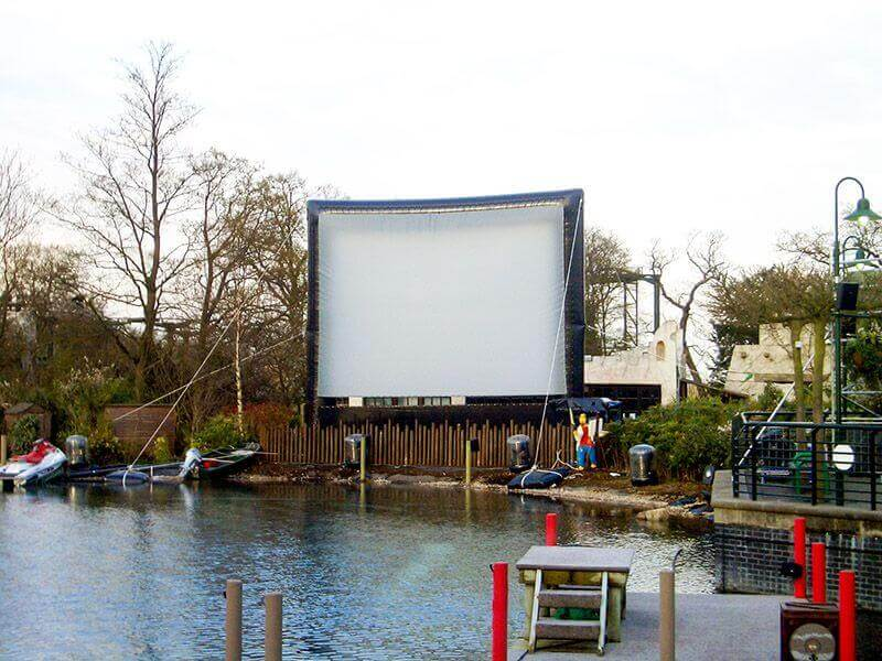 Camstage installed inflatable screen at LEGOLAND Windsor Resort.