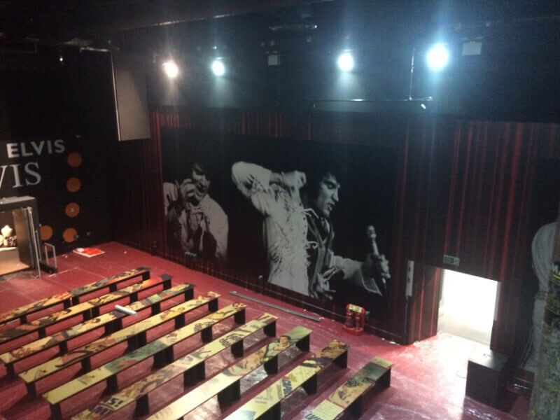 Camstage readies screen for Elvis in England