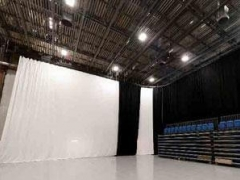 Heavy-duty curtain track for stages and multi-purpose spaces